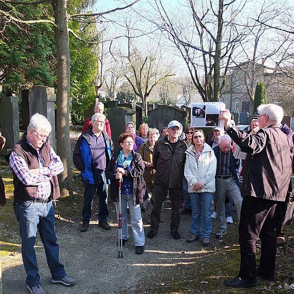 Gang über den Israelitischen Friedhof mit Stadtrat Willi Dürrnagel am 11.03.2014